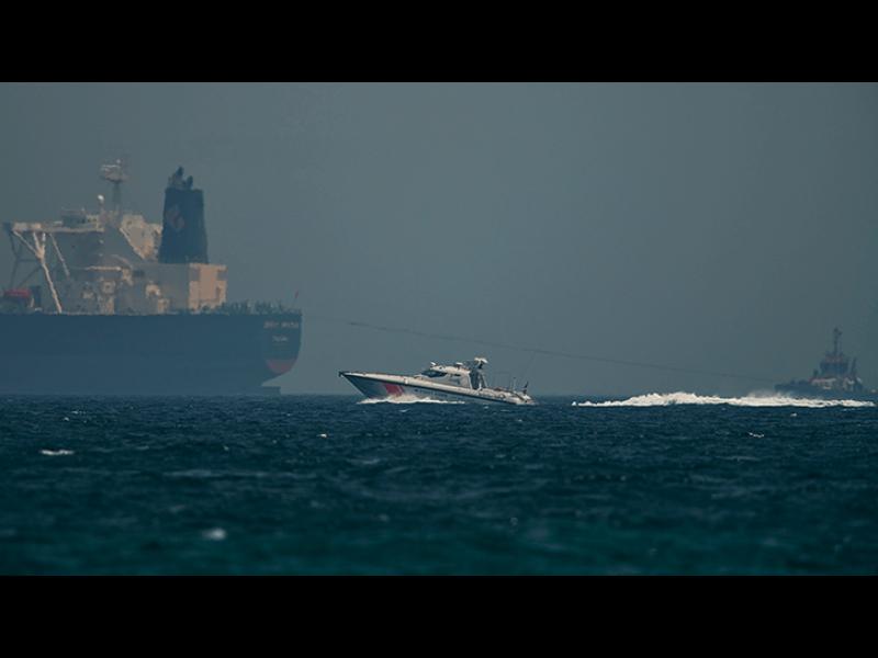 Tанкер бе потопен в Oманския залив
