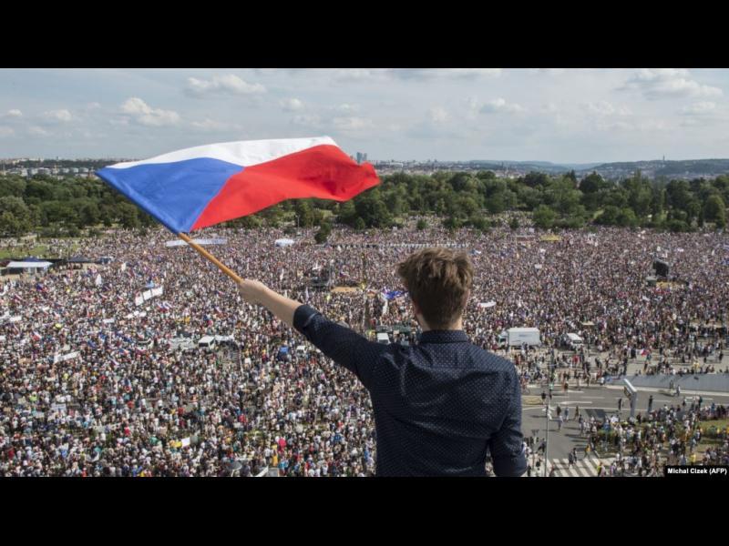 250 хиляди в Прага поискаха оставката на премиера Бабиш - картинка 1
