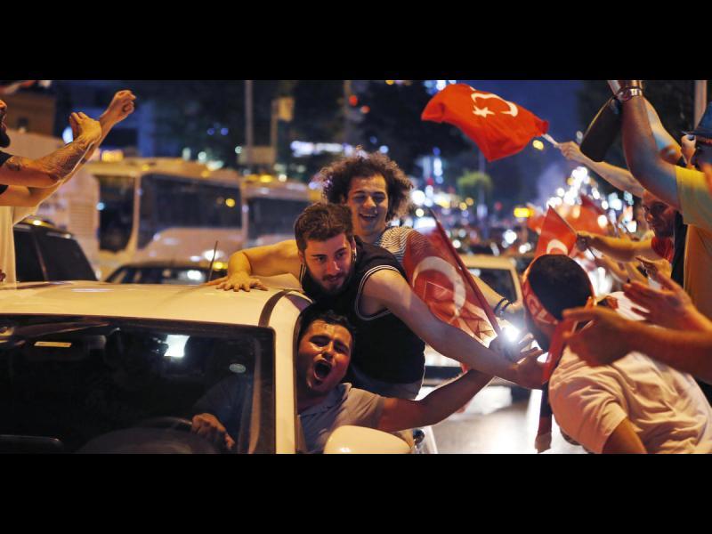 Опозицията победи на изборите в Истанбул