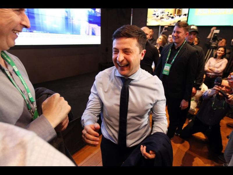 Партията на президента Владимир Зеленски печели изборите в Украйна