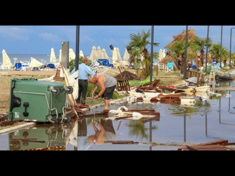 Шестима загинаха, над 100 са ранени при силна буря в Северна Гърция - картинка 1