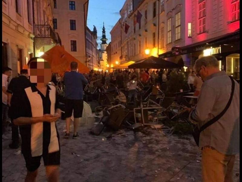 Шест месеца затвор за биячите на левскари в Братислава