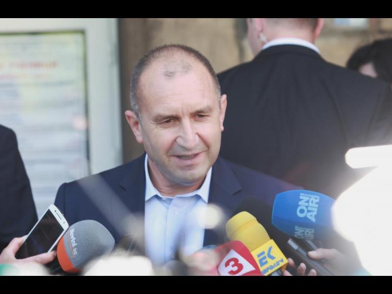 Румен Радев наложи вето на договорите за F-16
