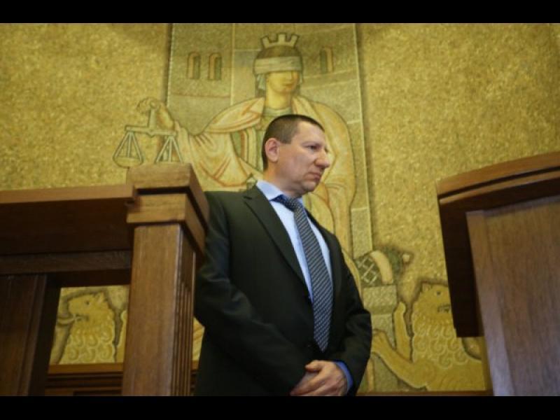 НАП е проверила само една от трите имотни сделки на Сарафов-син