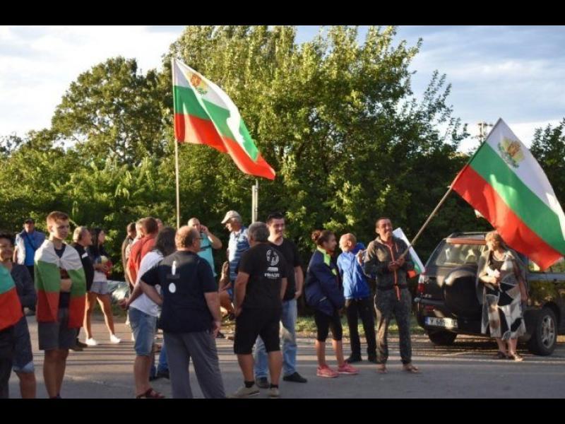 Протестиращи: Властта се опитва да изсипе на барикадата в Крушаре националисти и маргинали