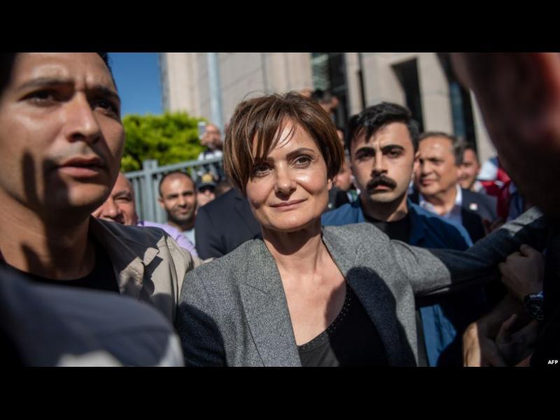 """""""Отмъщение за победата"""". 10 години затвор за лидерката на опозицията в Истанбул заради туит"""