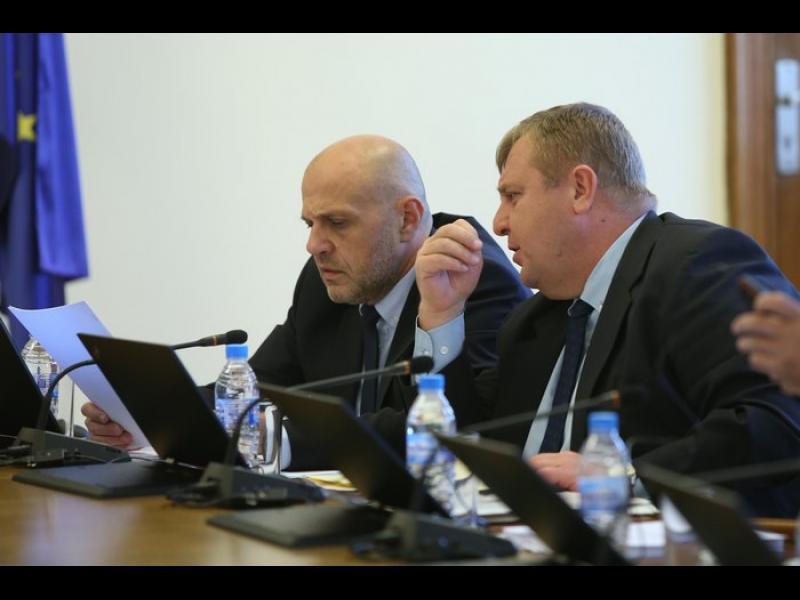 Томислав Дончев: Човек от военното министерство - сред насаждащите истерия за децата - картинка 1