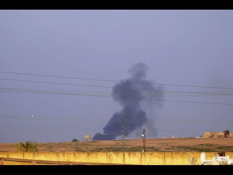 Турция нахлу в Сирия, бомбардира градове. Европа осъди офанзивата (СНИМКИ, ВИДЕО) - картинка 1