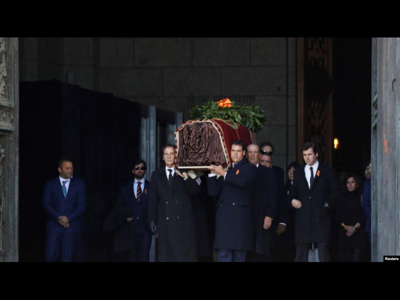 Останките на испанския диктатор Франско Франко бяха ексхумирани и препогребани на ново място