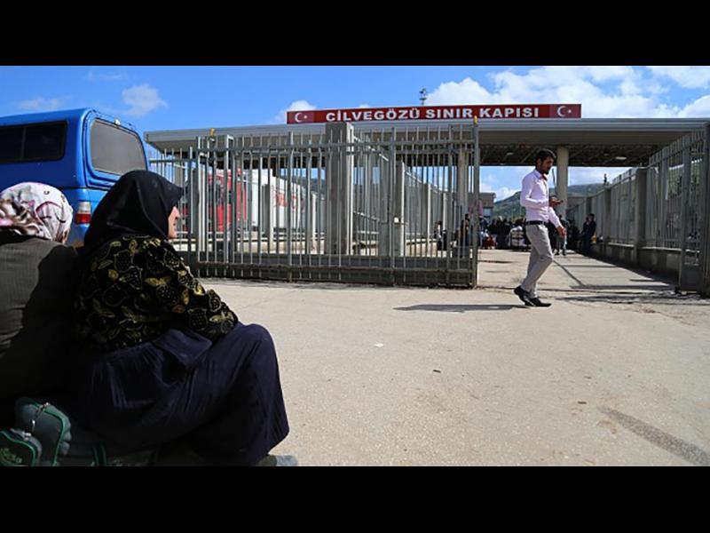 """Турция вече депортира сирийци в бъдещата """"безопасна зона"""", твърдят правозащитници"""