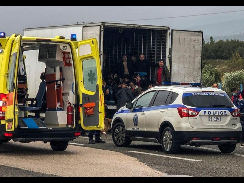 Гръцката полиция намери мигранти в камион с българска регистрация