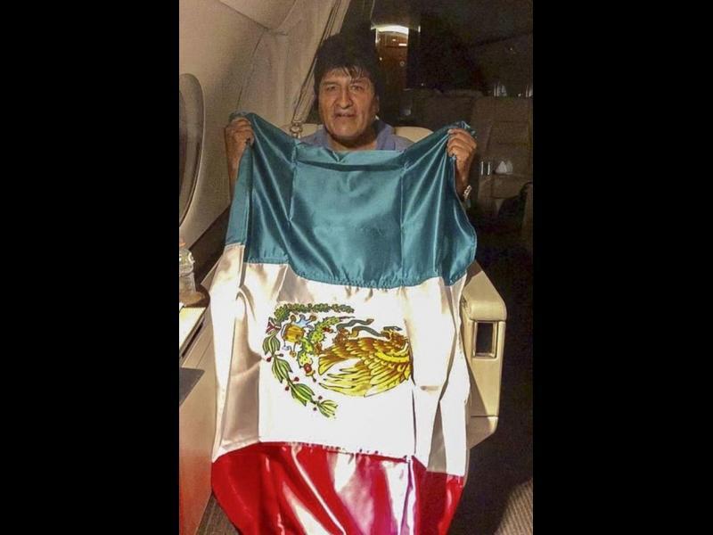 Ево Моралес избяга в Мексико
