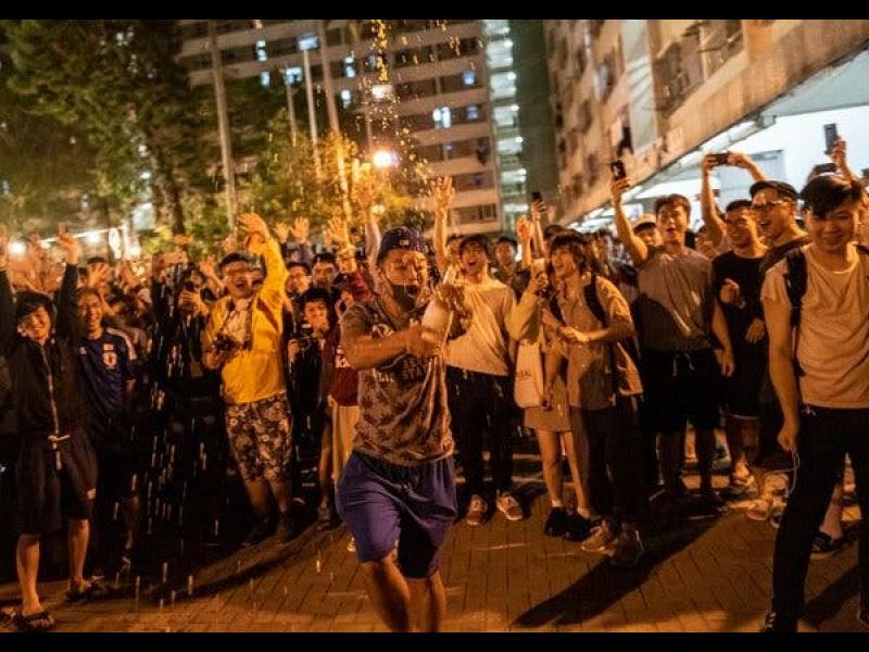 Демократите в Хонконг разбиха прокитайските сили