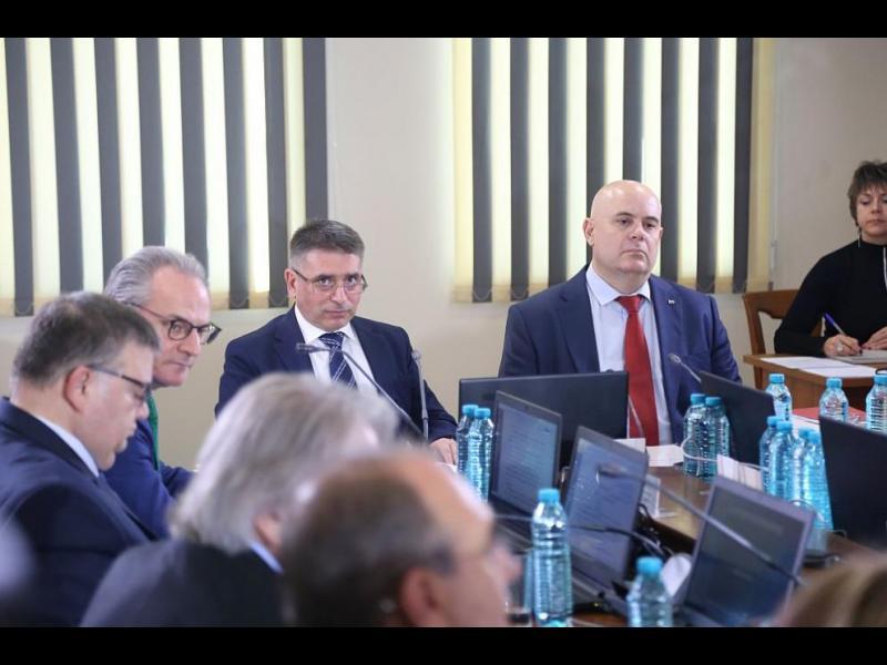 ВСС иска да преизбере Иван Гешев в нарушение на закона и правилата