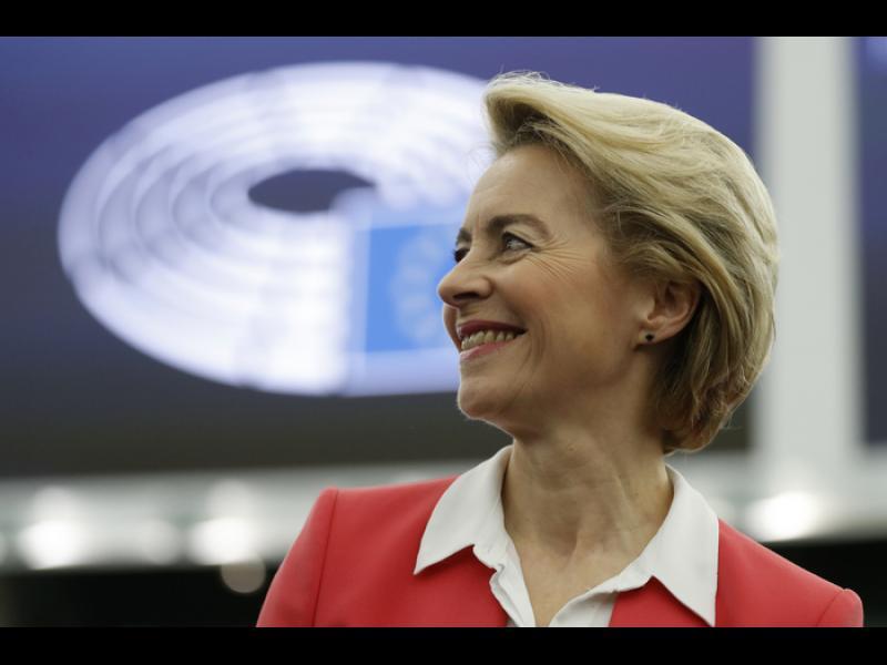 Одобриха новата Еврокомисия. И европейската коалиция се пропука