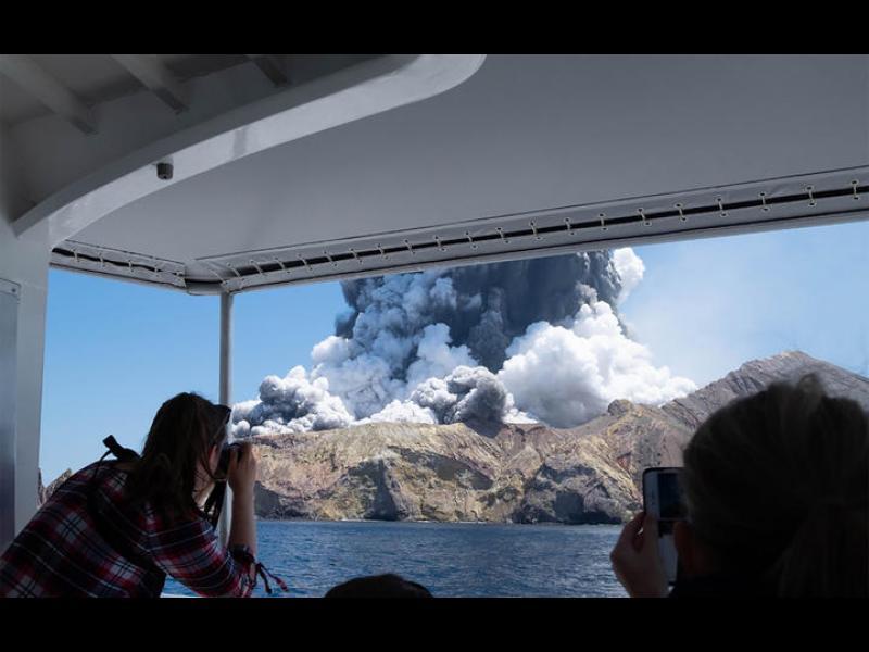 Поне 5 са жертвите на вулкана, изригнал в Нова Зеландия