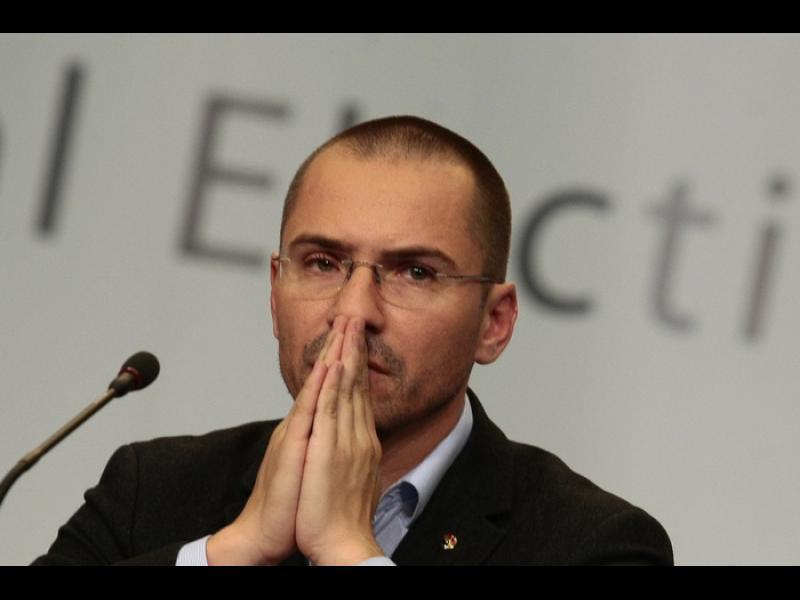 Хванаха евродепутатът Ангел Джамбазки да шофира с алкохол в кръвта