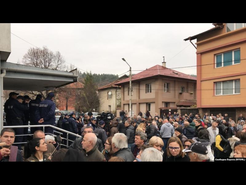 Квартали в Перник нямат достъп до вода, готвят се нови протести