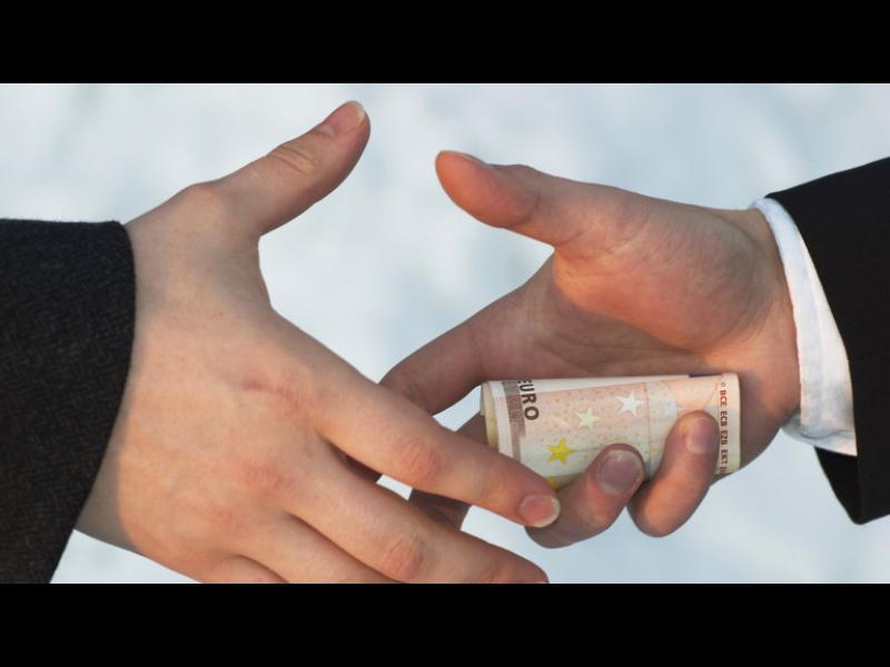 77% от българите смятат, че корумпираните няма кой да ги накаже
