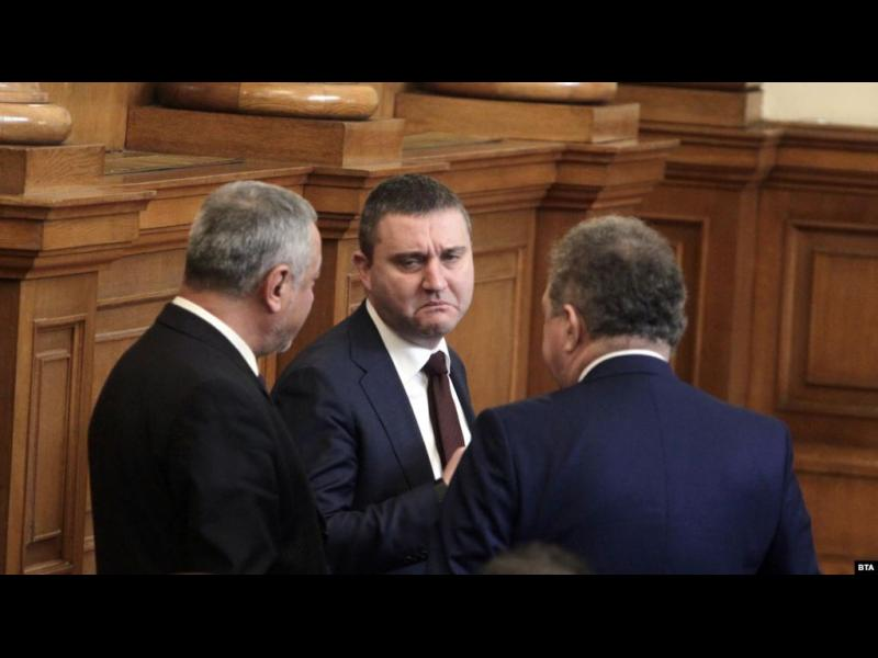 Министър Горанов се отказа от идеята си за по-ниски данъци за лотариите