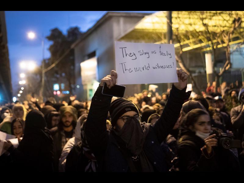"""Протести в Иран: """"Врагът не е Америка, той е тук!"""" (ВИДЕО)"""