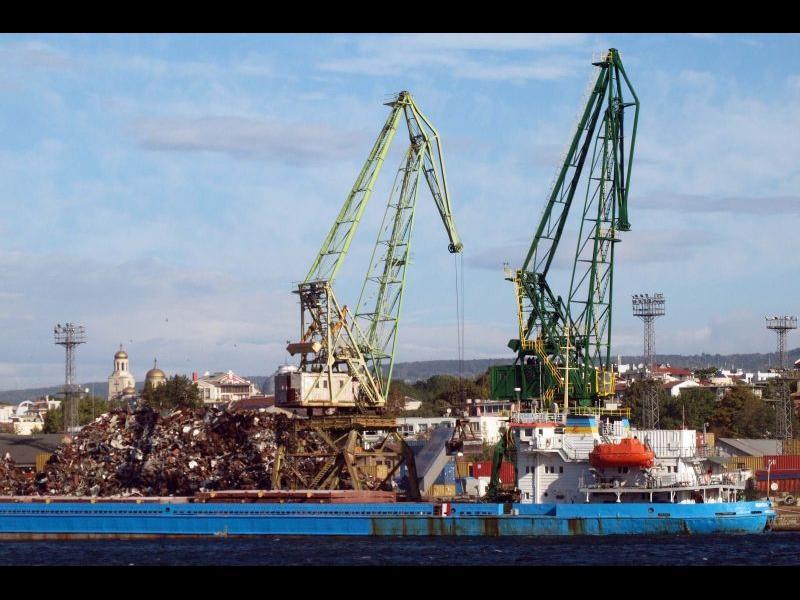 Проверяват пристанище 'Варна-Запад' за внос на отпадъци