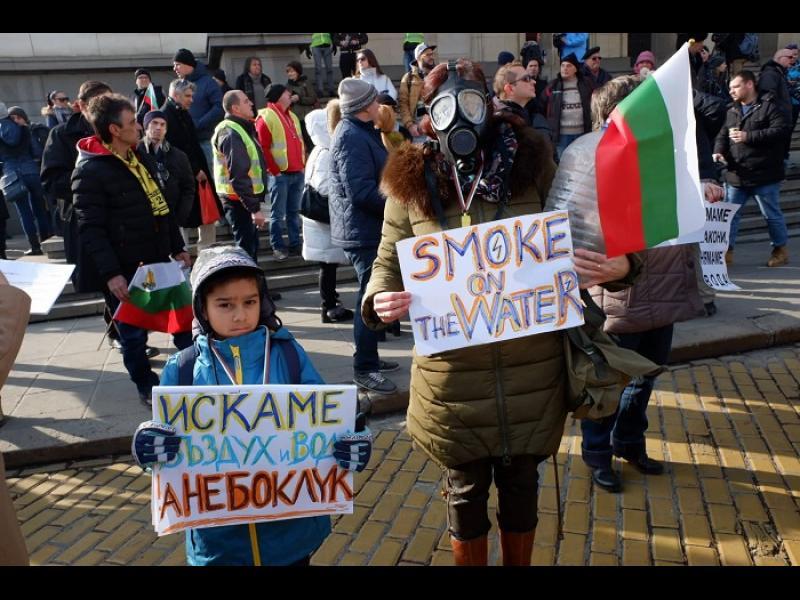Трусове на недоволство клатят кабинета на Борисов