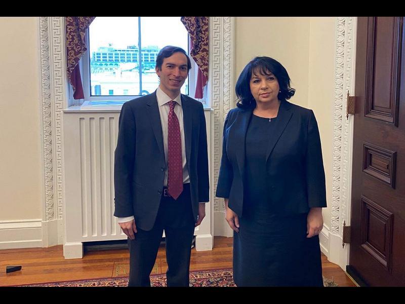 Във Вашингтон: Петкова обеща, че България ще намали потреблението на руски газ наполовина
