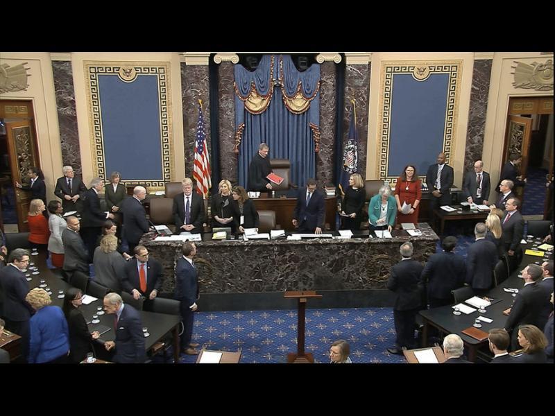 Сенатът на САЩ остави на власт Доналд Тръмп