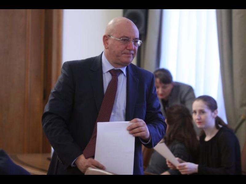 Екоминистърът се опълчи на Борисов и заговори за напускане - картинка 1
