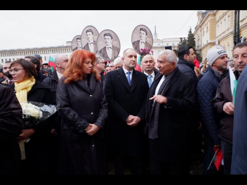 ГЕРБ: Президентът поруга паметта на Апостола, поведе полумаргинали и кримиконтингент