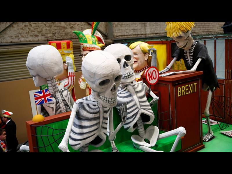 """""""Търсенето на консенсус"""" за еврото прилича на хибридката за Brexit"""