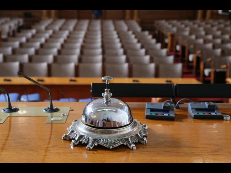 Парламентът затваря врати заради COVID-19 - картинка 1