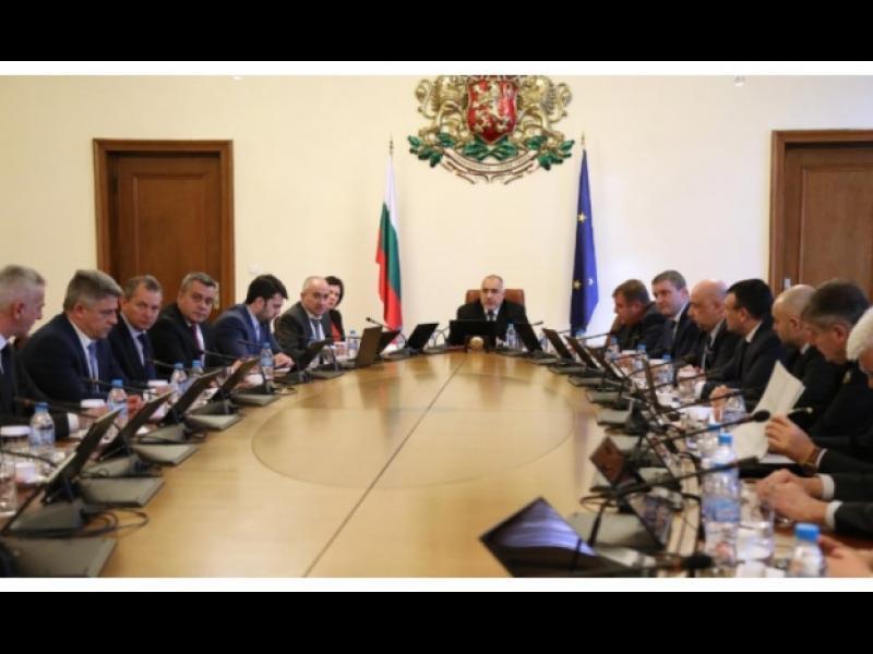 Пир по време на COVID-19: Министри и депутати с по-високи заплати
