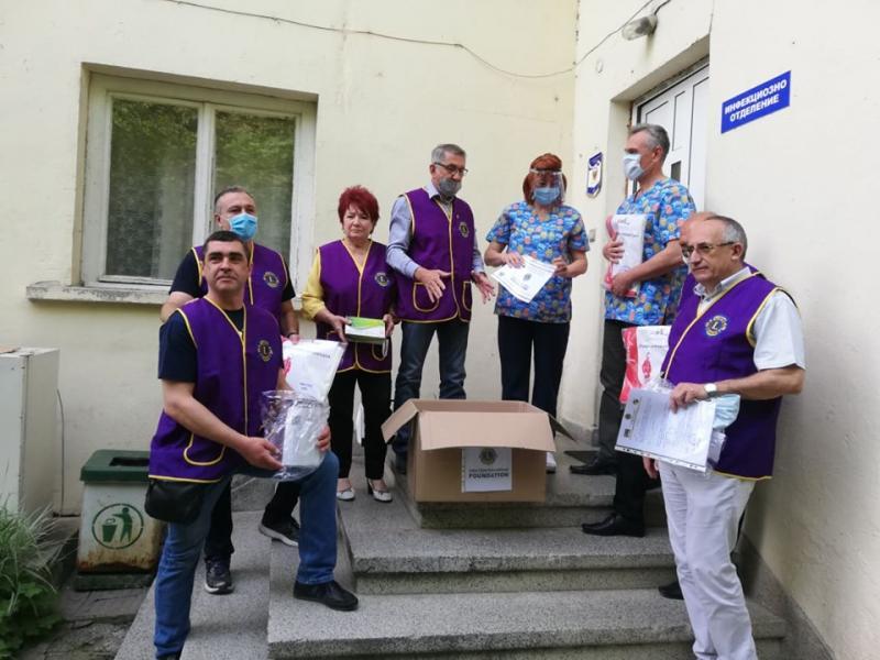 Лайънс клубовете дариха защитни комплекти на медиците в 22 града