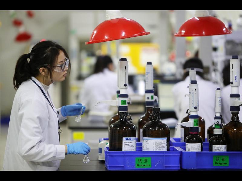 САЩ обмислят субсидии и данъчни стимули, за да върнат производства от Китай