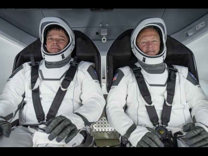 SpaceX праща двама астронавти в космоса