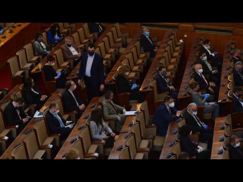 За извънредното положение депутатите все пак ще получат пари - картинка 1