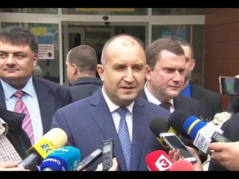 Президентът: НСО охранява отвън, Борисов да внимава за гостите си