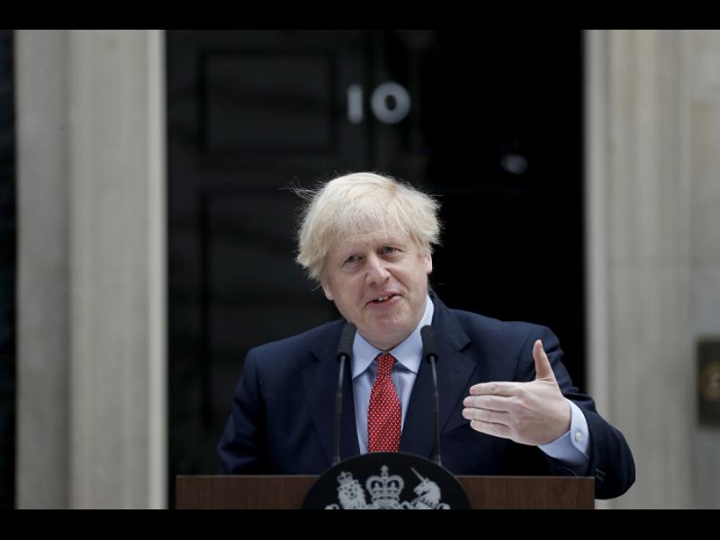 Великобритания отваря врати за 3 милиона хонконгци