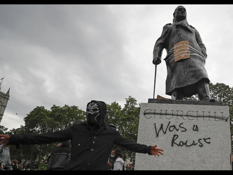 """Великобритания и Франция отказват да """"коригират историята с """"Фотошоп"""""""