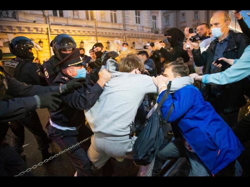 Над 100 задържани в Москва на протест срещу реформите на Путин
