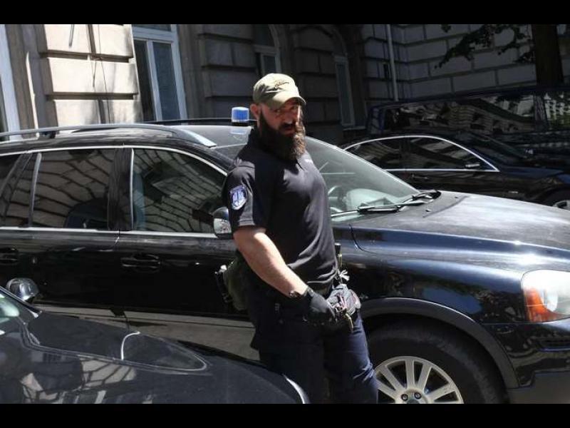 """Арести на двама от хората на Радев. А """"на гости"""" при президента - 2 прокуратури, полиция, ДАТО, Бюро по защита"""