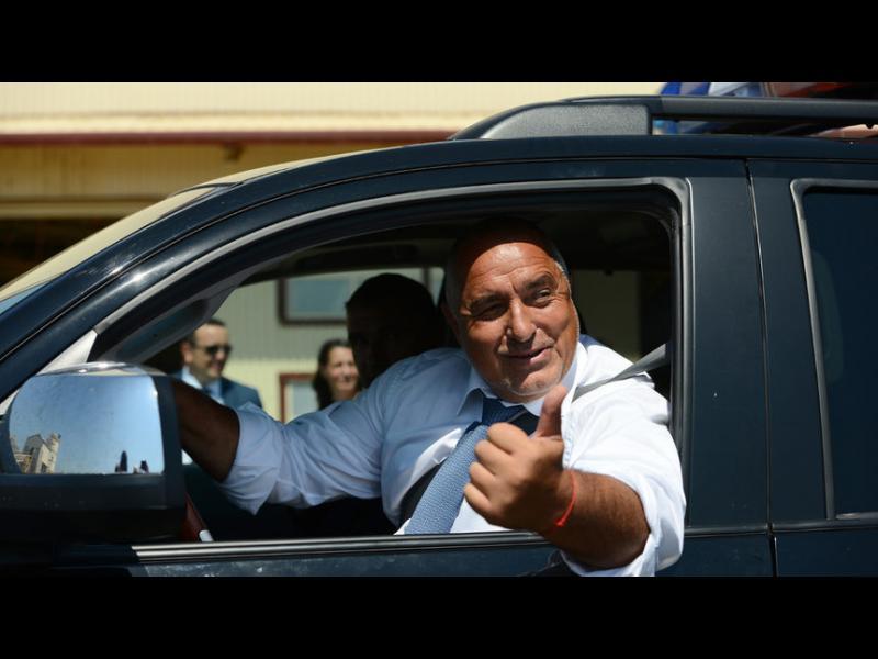 Борисов и Нинова отричат да са ходили в сараите на Доган