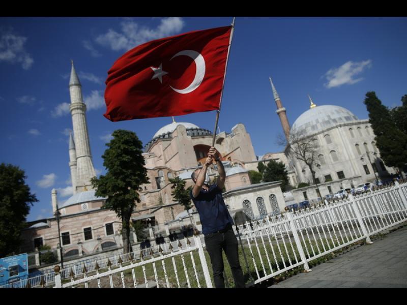 """ЕС съжалява за превръщането на """"Света София"""" в джамия"""