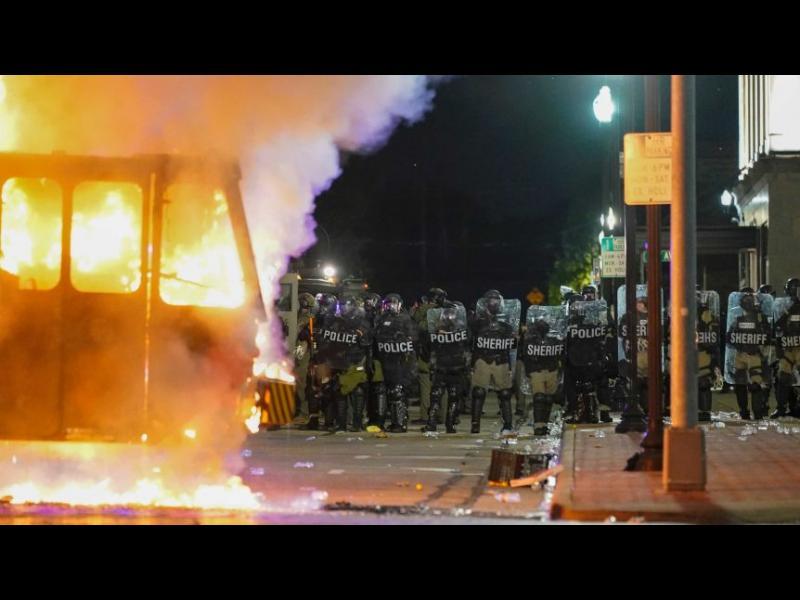 Извънредно положение в Уисконсин заради расови бунтове