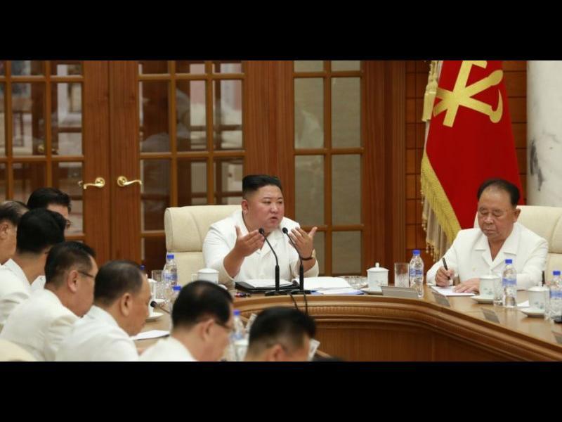 Ким Чен Ун се появи на партийно събрание, опровергавайки слуховете, че е тежкоболен