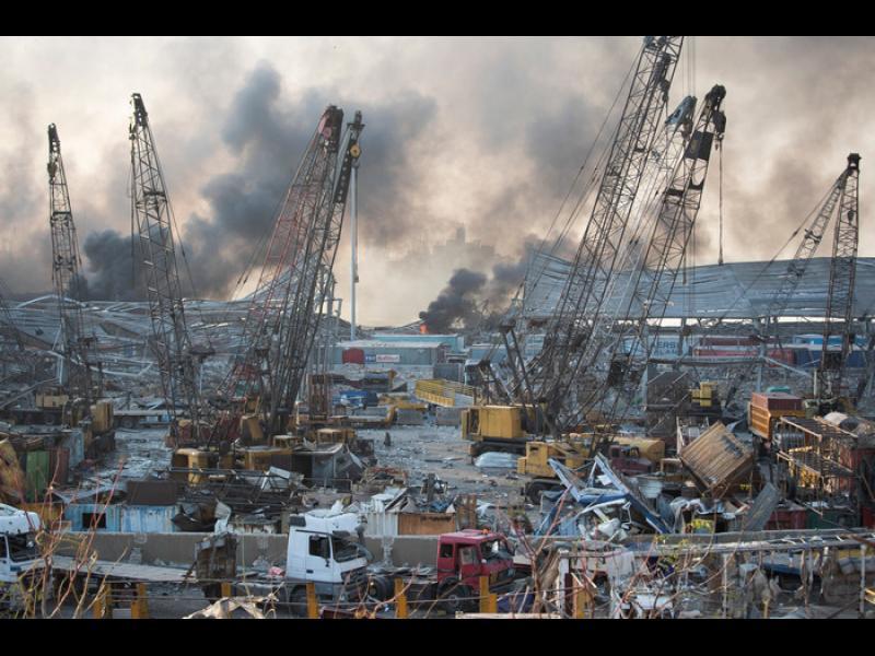 Мощен взрив разтърси пристанището на Бейрут (СНИМКИ/ВИДЕО)