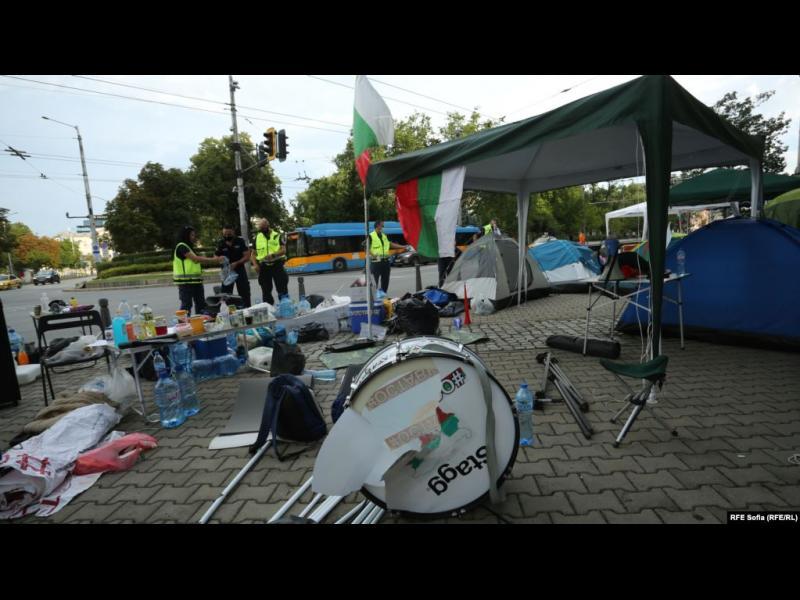 МВР премахна палатковите лагери и задържа протестиращи - картинка 1