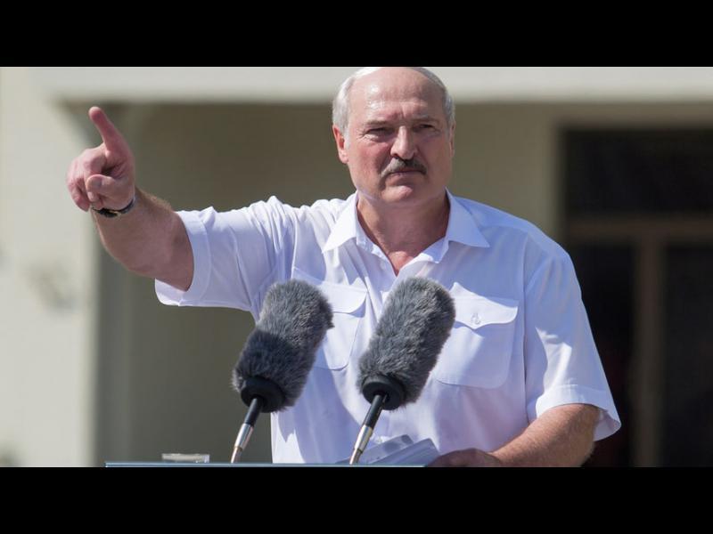 """И Лукашенко иска  нова конституцията, но """"не под натиска на улицата"""""""